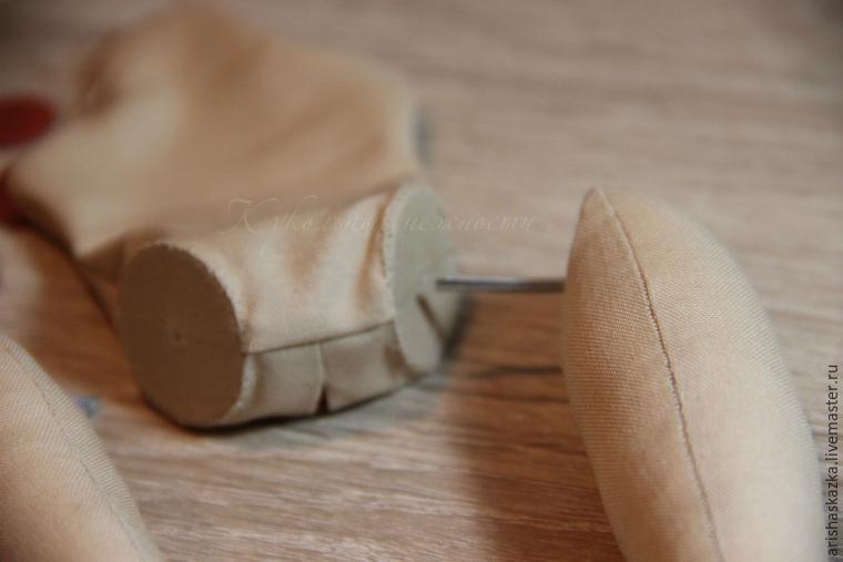 Крепление ножек куклы к телу