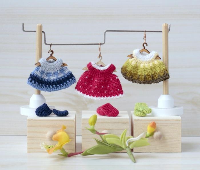 Мини-платья, связанные крючком для кукол. Автор: Ольга Урывская