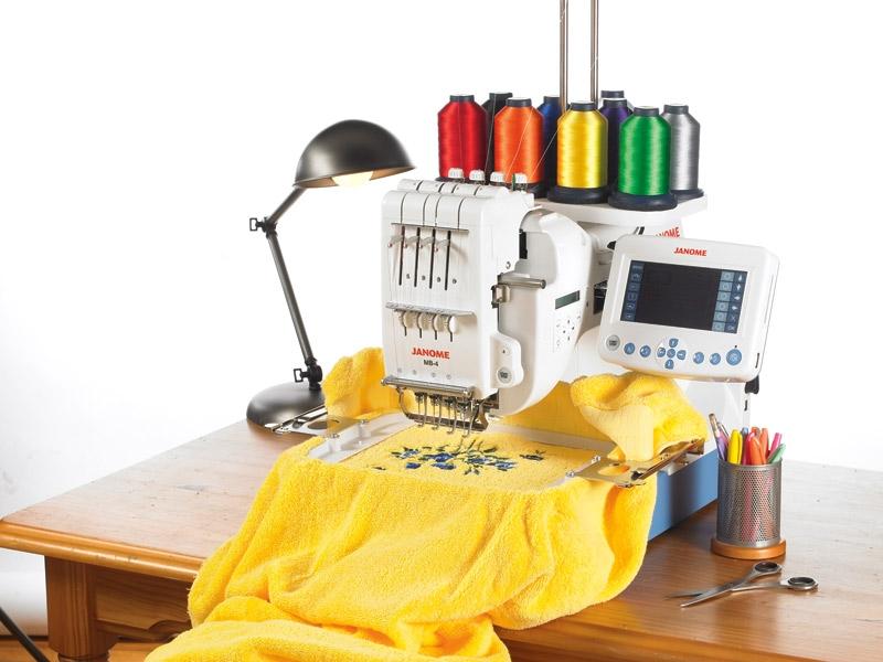 Вышивальная одноголовочная 4-х ниточная машина JANOME
